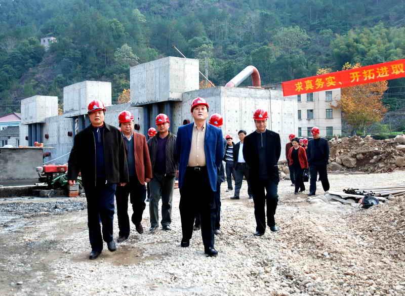 李志坚市长指出,方溪水厂和方溪水库都是老百姓高度关注的工程,要倒